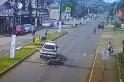 Vídeo - Moto colide na traseira de viatura policial em Saltinho